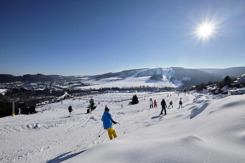 Skigebiet Willingen mit Skifahrern